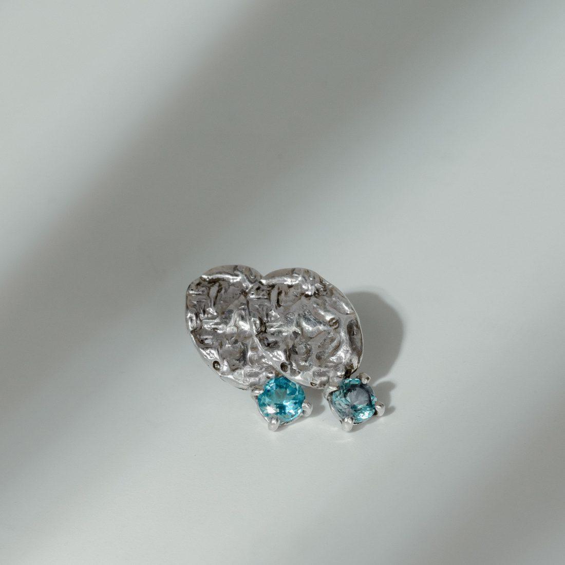 Текстурные серьги с камнем, серебро 2