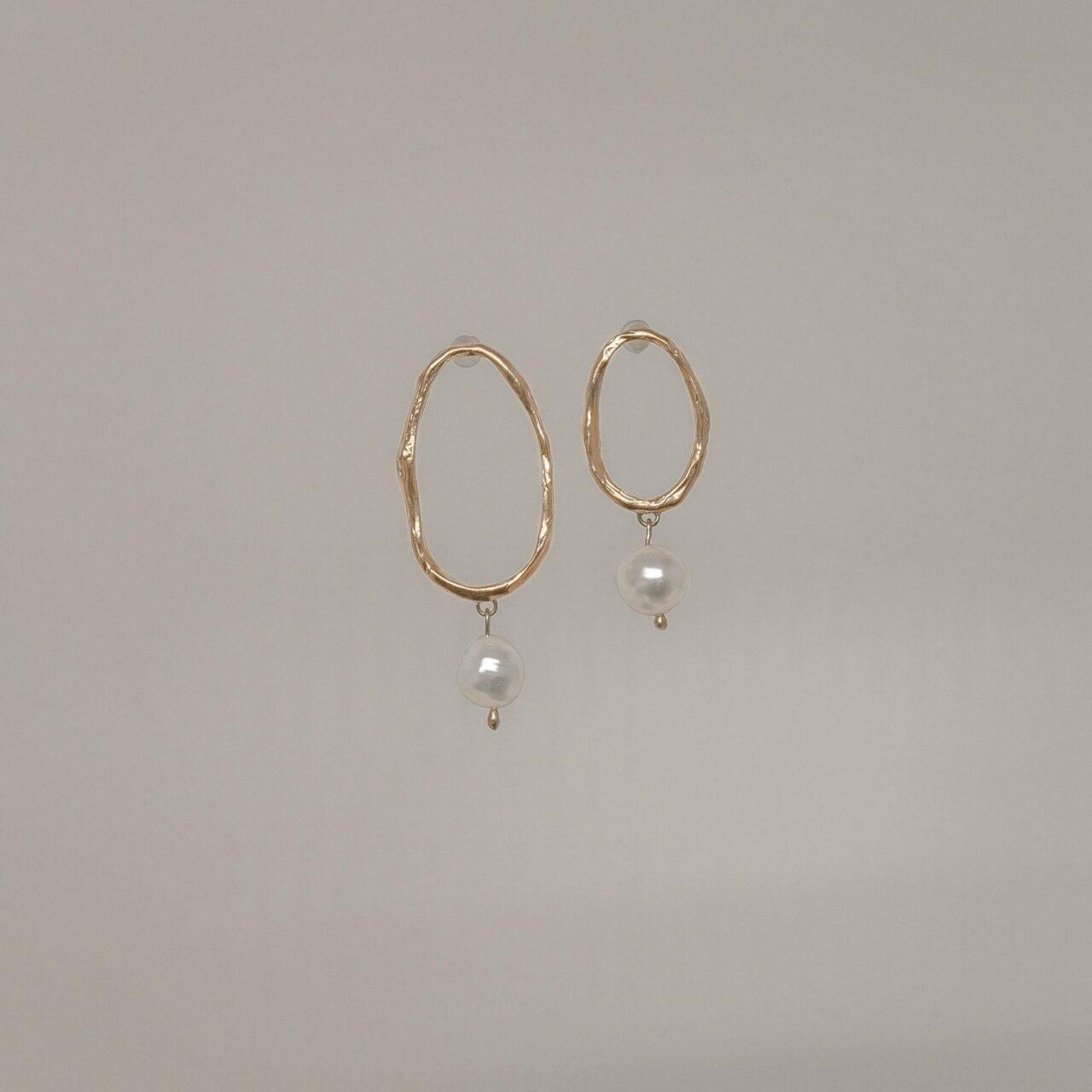 Ассиметричные серьги с барочным жемчугом, позолота