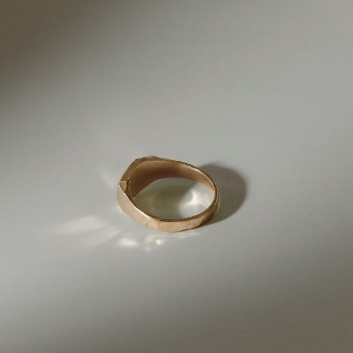 Кольцо печатка с камнем, позолота