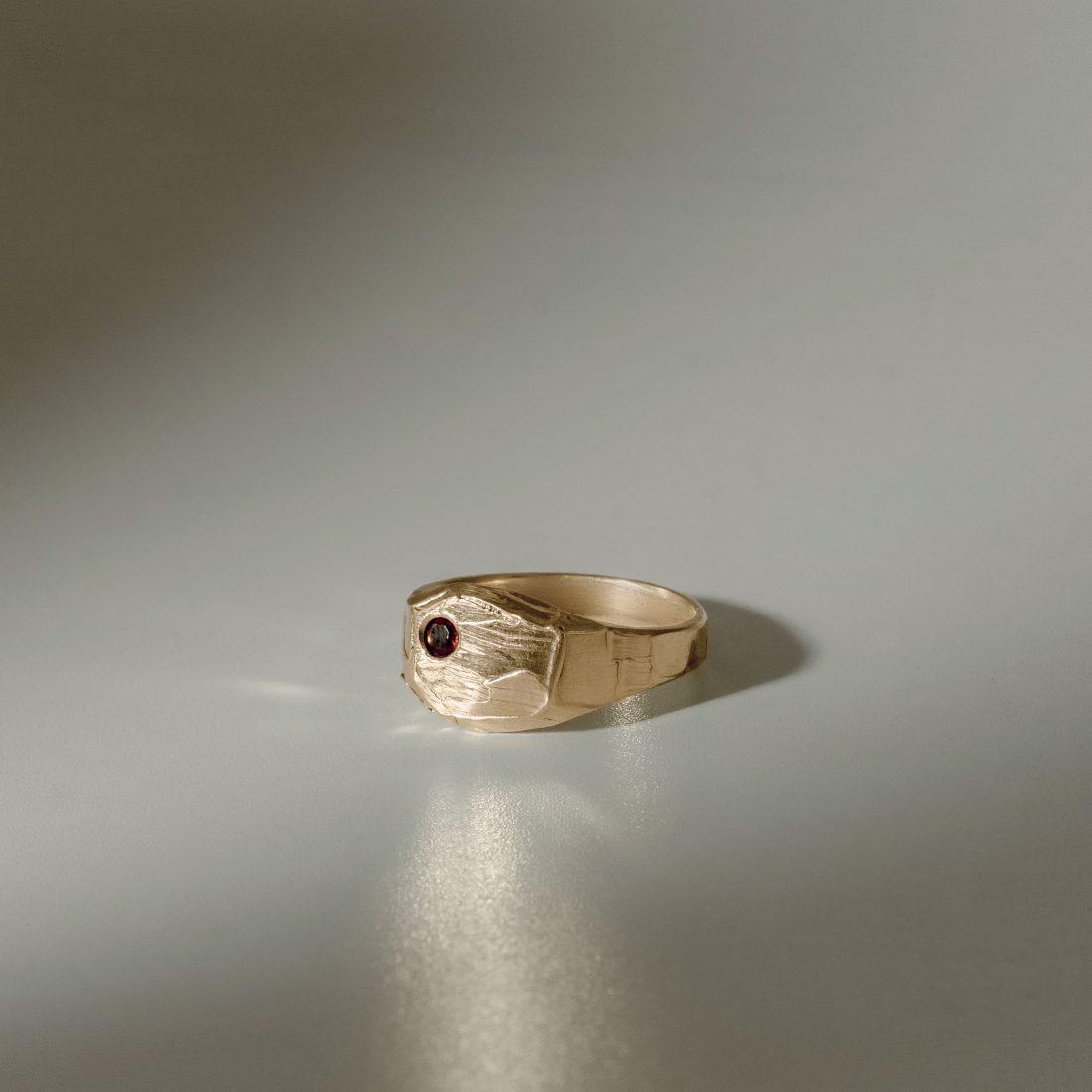 Кольцо печатка с камнем, позолота 1