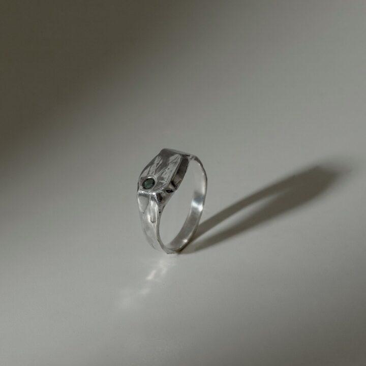Кольцо печатка с камнем, серебро