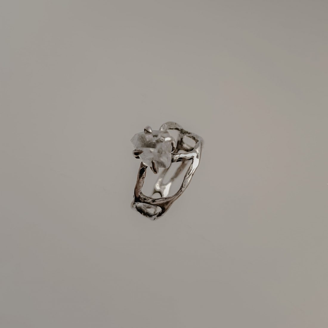 Ажурное кольцо с необработанным камнем, серебро 2