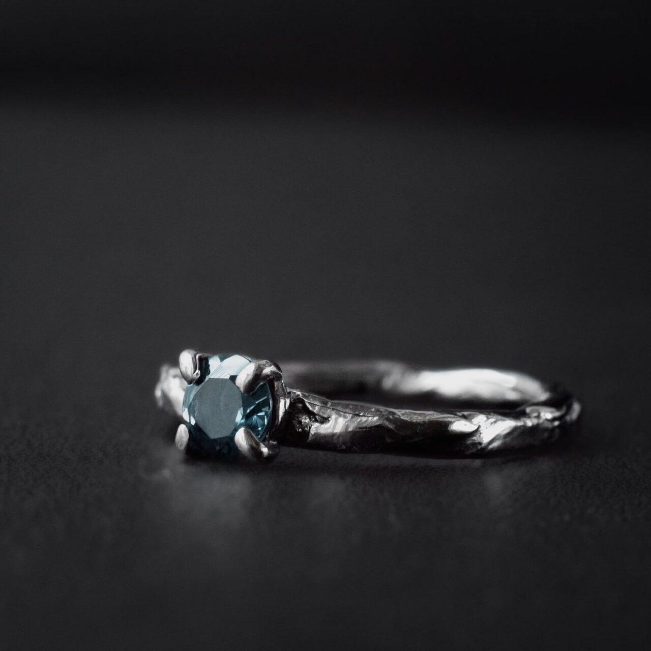 Кольцо текстурное с камнем 5 мм, черное