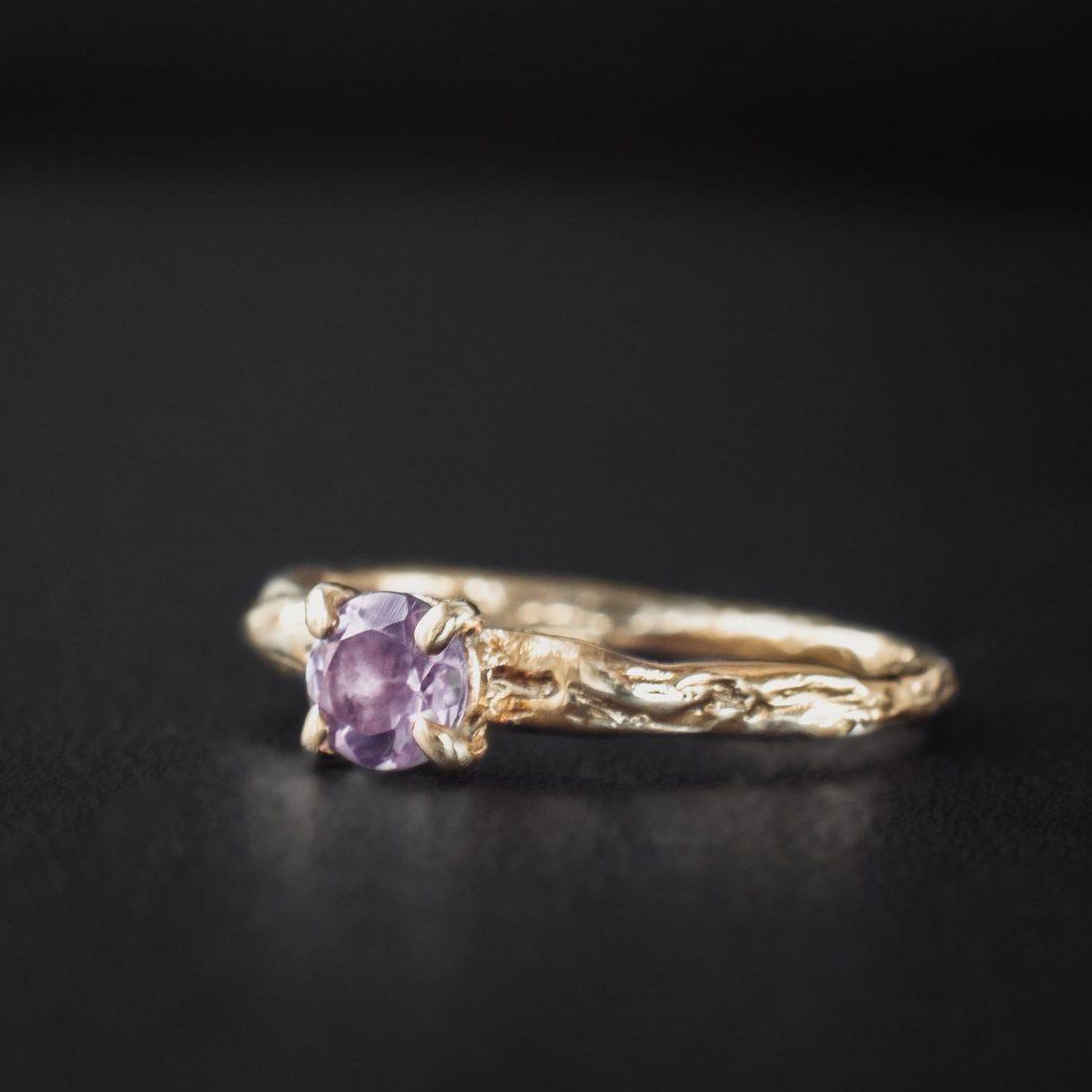Кольцо текстурное с камнем 5 мм, позолота 2