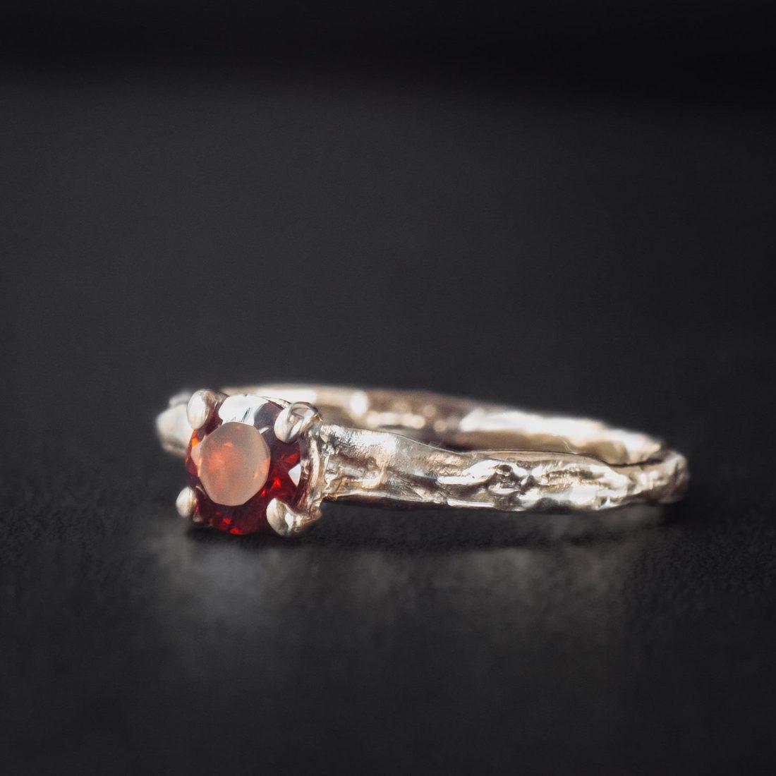 Кольцо текстурное с камнем 5 мм, позолота 1