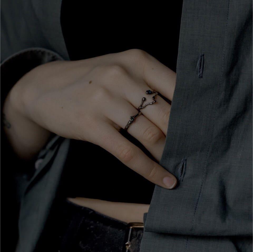 Кольцо текстурное с камнем 2,5 мм, черное 1