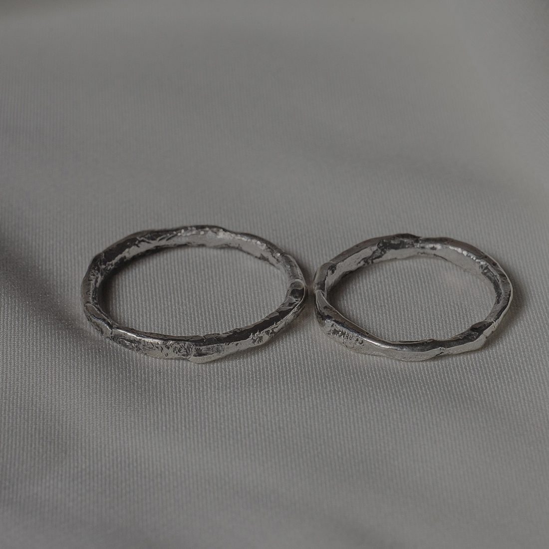 Тонкие обручальные кольца