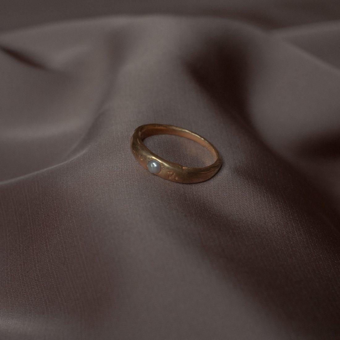 Позолоченное кольцо с жемчужиной