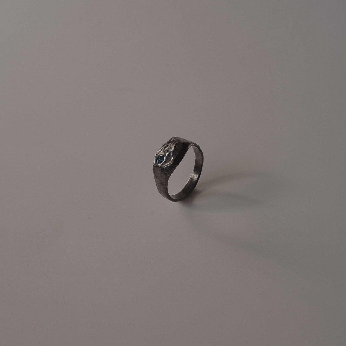 Черное кольцо «Mole»