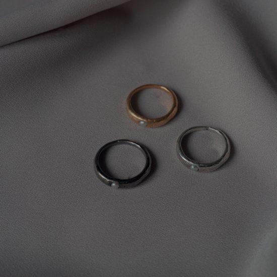 Чёрное кольцо с жемчужиной